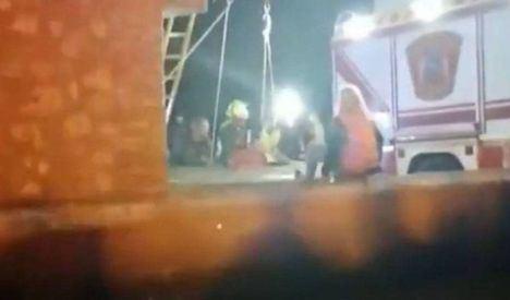 Sucesos.- Rescatados los dos menores atrapados en un pozo de 7 metros de profundidad de una casa abandonada de Nambroca