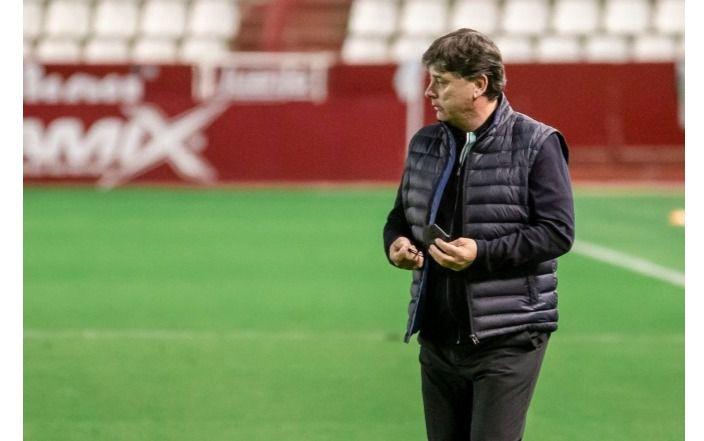 Foto: Alejandro Menéndez cesado como entrenador del Albacete Balompié
