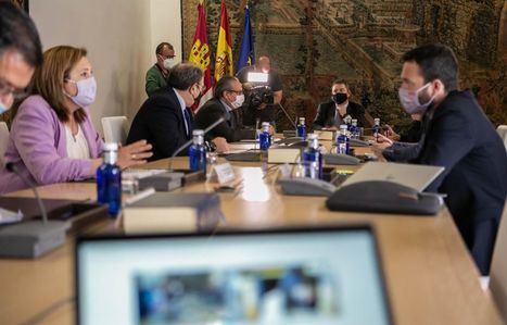 Coronavirus.- Castilla-La Mancha estudia ampliar de 6 a 10 el número máximo de comensales en las mesas de los locales de hostelería