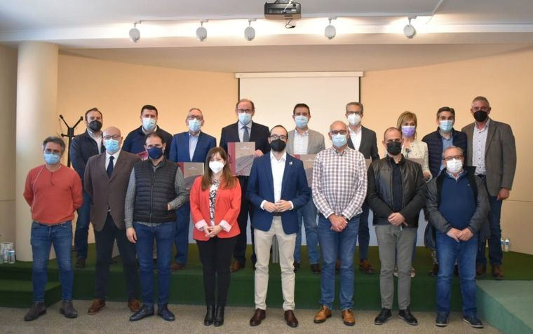 La Diputación de Albacete reitera en Almansa su respaldo unánime a la industria del calzado mediante una Declaración Institucional