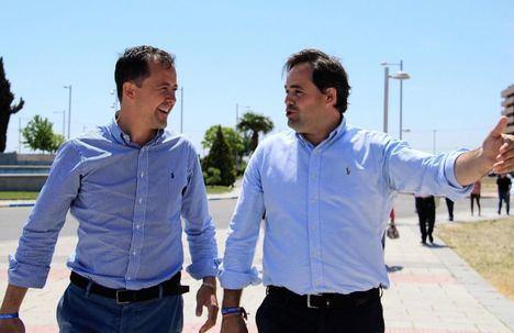 Foto: Carlos Velázquez y Paco Núñez (PP), en una foto de archivo.