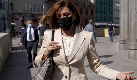 Cospedal se presenta en el Congreso al no ser avisada con tiempo de la suspensión de su comparecencia
