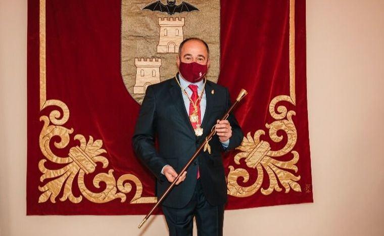 Emilio Sáez ya es alcalde de Albacete tras el pacto con Ciudadanos pero gobernará sin mayoría por la crisis de los naranjas