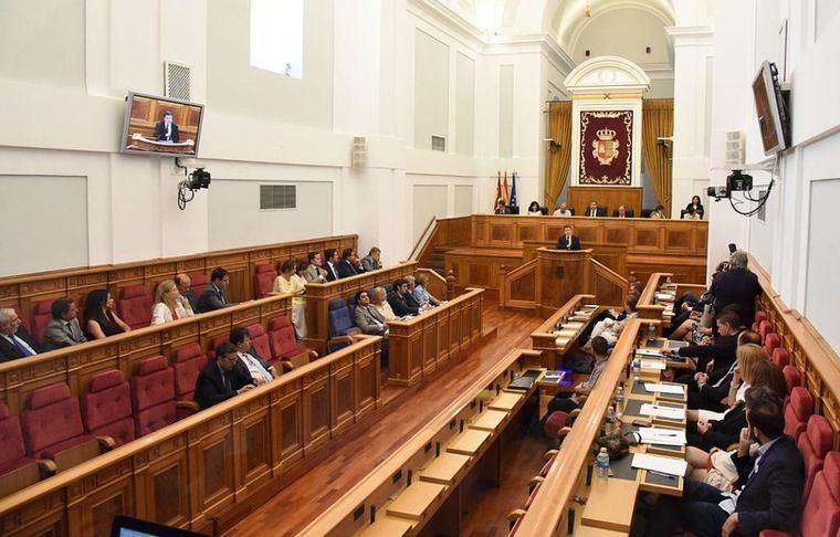 Enfrentamiento dialéctico en las Cortes de Castilla-La Mancha entre PP y PSOE por la imputación de Cospedal