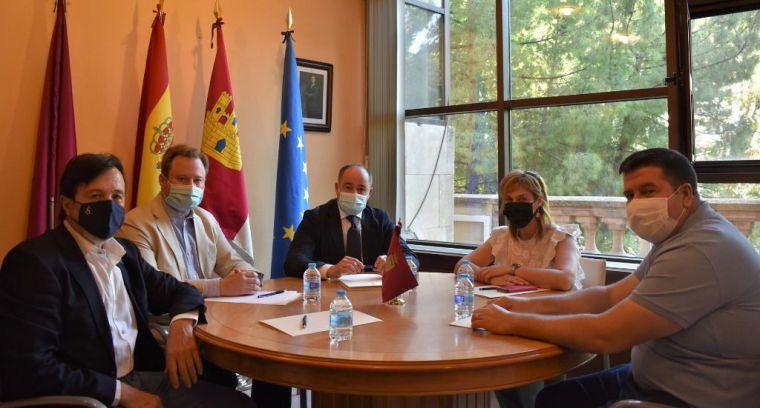 Emilio Sáez estrena mandato en Albacete reuniendo a patronal y sindicatos para sumar fuerzas y reforzar participación ciudadana
