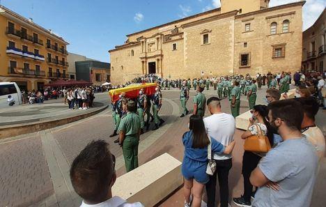 Hellín despide con inmenso dolor al joven sargento Rafael Gallart, que falleció en accidente al realizar un salto paracaidista