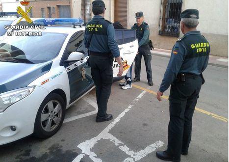Sucesos.- Detenida una mujer por delitos de extorsión, amenazas y usurpación de funciones públicas en Nerpio