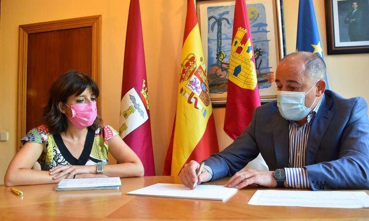 El alcalde se reúne con la presidenta de la Asociación de Periodistas de Albacete para establecer nuevas líneas de colaboración