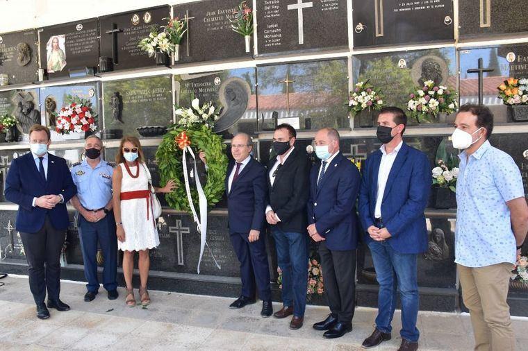 El alcalde agradece a Amithe la iniciativa de hacer justicia homenajeando a los albacetenses que tomaron parte en el 'Desastre de Annual'