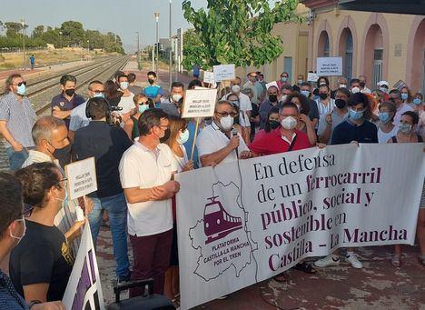 Hellín clama contra el cierre de la línea de tren convencional Albacete-Murcia mientras duren obras para soterrar el AVE