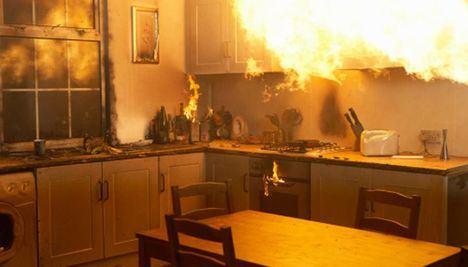 Sucesos.- Un incendio en la cocina de una vivienda de Albacete se salda con una mujer y sus dos hijos menores afectados