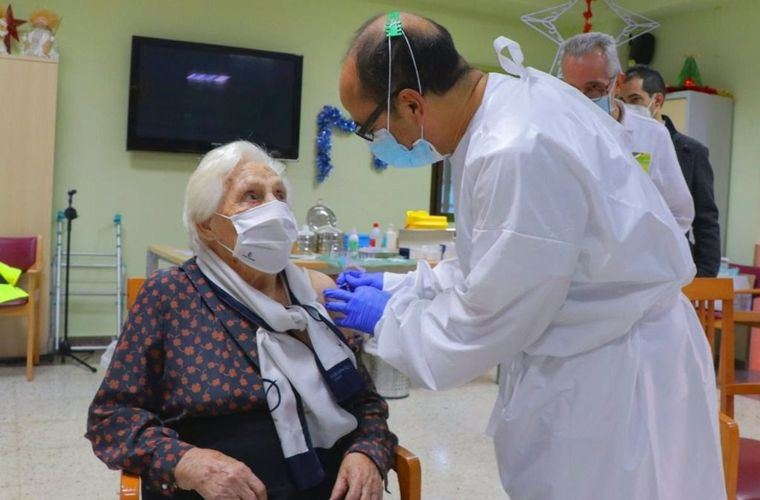 Coronavirus.- Bajan hospitalizados y positivos en Castilla-La Mancha pero suben los fallecidos y enfermos UCI respecto a la semana anterior