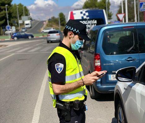 El uso del móvil sin manos libres ha sido la principal causa de denuncia en la Campaña de Vigilancia y Control sobre Distracciones al volante en Albacete