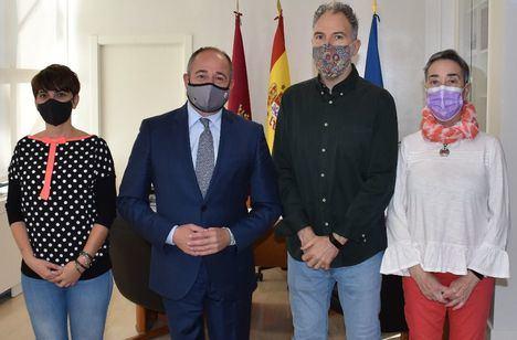 El alcalde mantiene la primera reunión de trabajo con el nuevo presidente de la FAVA, José María Tévar