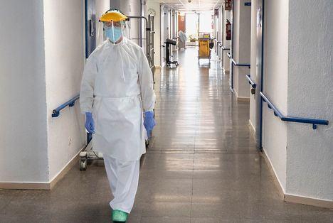 Coronavirus.- Dos hospitales de Castilla-La Mancha ya no tienen pacientes COVID en sus UCI