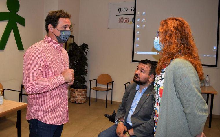 La concejala de Atención a las Personas participa en la actividad 'Cómo utilizan las tecnologías las personas ciegas' de la Semana de la ONCE en Albacete