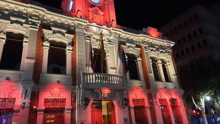 El Grupo Municipal VOX Albacete, se queja respecto a la deficiente iluminación de las fachadas de los edificios municipales