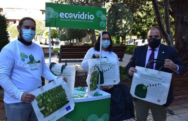 Albacete acepta el reto de aumentar en un 10% su reciclaje de vidrio, lo que redundará en una plantación de 50 árboles en la ciudad