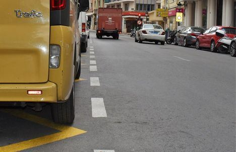 El Ayuntamiento de Albacete estudiará que los agentes comerciales cuenten con tarjetas para aparcar en zonas de carga y descarga