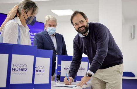Paco Núñez, único candidato, entrega más de 8.000 avales obtenidos por su candidatura a la Presidencia del PP