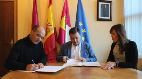 El Ayuntamiento destina 10.000 euros a la Asociación Épsilon para prevenir el consumo de drogas en Institutos