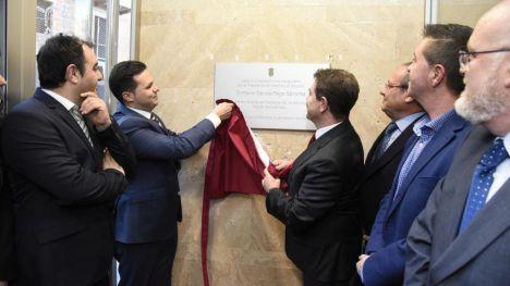 El presidente de Castilla-La Mancha, Emiliano García-Page, inaugura el nuevo Ayuntamiento de Tarazona de la Mancha, que ha sido financiado por la Administración regional