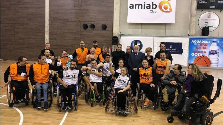 Manuel Serrano felicita al BSR AMIAB por clasificarse para los cuartos de final de la Champions League de Baloncesto en Silla de Ruedas y quedar primero de grupo