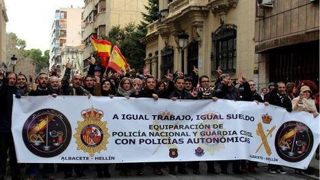 El Ayuntamiento de Albacete apoya a Jusapol para que Policia Nacional y Guardia Civil logren la equiparación salarial con la policía autonómica