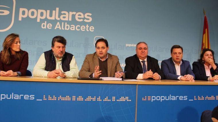 Tirado le pide a Page desde Albacete la Ley 'que más demandan los ciudadanos' y el PSOE dice que recuperará la Ley derogada por Cospedal