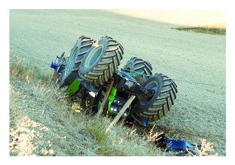 Un hombre fallece en Casas de los Pinos (Cuenca) tras el volcar con su vehículo y quedar atrapado dentro de él
