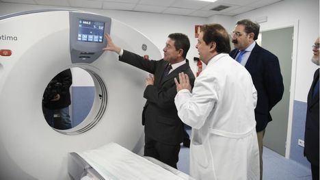 Emiliano García-Page, ha visitado el nuevo TAC instalado en el Hospital