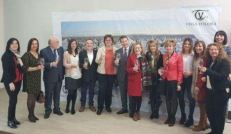 García-Page visita la sociedad cooperativa 'Nuestra Señora de la Cabeza' y la bodega 'Pagos de la Familia Vega Tolosa'