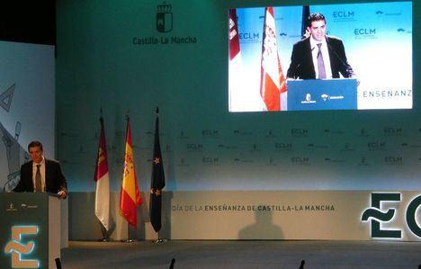 Santiago Cabañero felicita a todos los premiados de la provincia en el Día de la Enseñanza