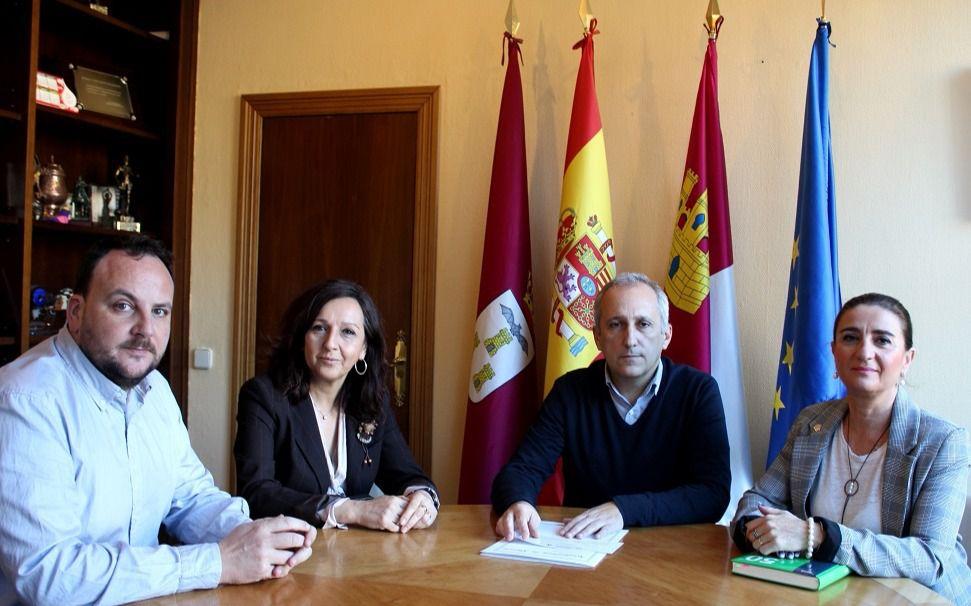 Juan francisco jerez recibe a los organizadores de las iii - Aparejadores albacete ...