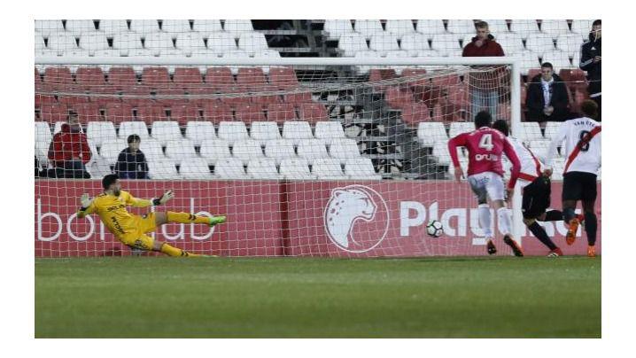 1-2. El Albacete, que ganó en Sevilla, mira a la parte alta de la tabla y se aleja definitivamente del descenso.