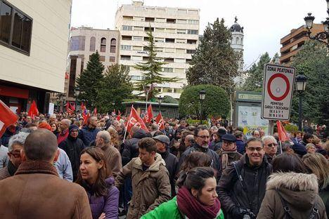 La lluvia no impide que miles de personas reclamen unas pensiones dignas en las cinco capitales de Castilla-La Mancha