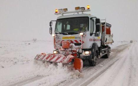 La nieve dejó aislados a tres turismos y a un autobús con niños en Albacete
