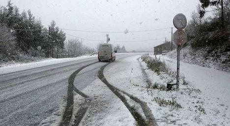 Tres bomberos de un camión quitanieves han resultado heridos en Vianos (Albacete)
