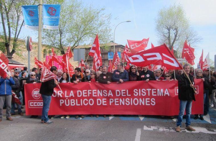 Miles de pensionistas reivindican en la región un cambio de sistema y no descartan más intensidad en sus movilizaciones