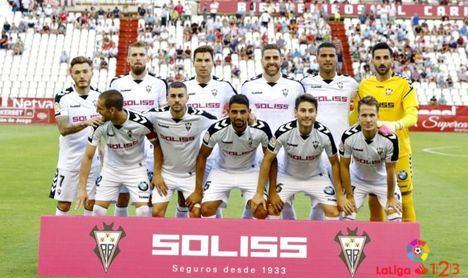 """El Albacete del """"amarrategui"""" Martín, pierde y aburre. Mientras el """"antiguo delegado de campo del Málaga"""" busca entrenador para la próxima temporada."""
