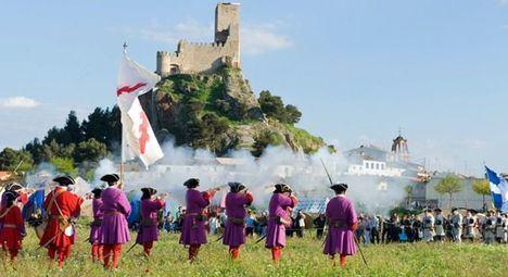 """El Gobierno regional resalta el """"esfuerzo colectivo de la ciudad de Almansa"""" y la colaboración europea para recrear la Batalla de la Guerra de Sucesión Española de 1707"""