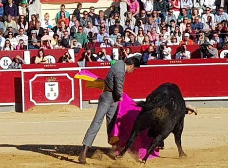 Casi llena la Plaza de Toros de Albacete en el festival del Cotolengo en un gran homenaje a Dámaso González