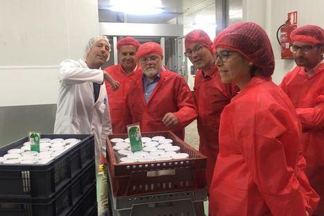 """El Gobierno regional reconoce el liderazgo de """"El Cantero de Letur"""" en la elaboración y fabricación de lácteos ecológicos, alcanzando el 25 por ciento de la producción nacional"""