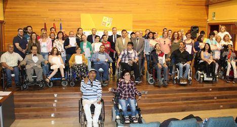 """Manuel Serrano afirma que la formación """"es una esperanza para la plena integración"""" porque mejora el acceso laboral y la autonomía personal"""