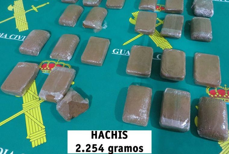 Investigan a una persona por la comisión de varios delitos y le incautan 2.254 gramos de hachís en Alcaraz