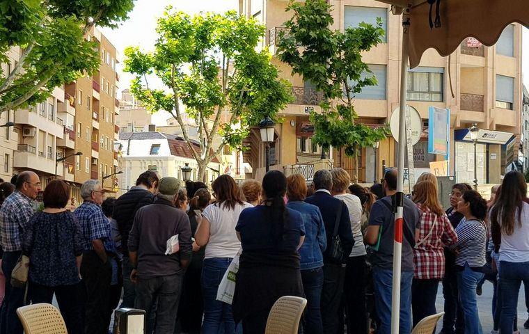 Casi 100 afectados por el cierre de la clínica iDental de Albacete se reunen para crear una plataforma que defienda sus derechos