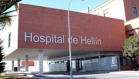Trasladan al hospital a 4 trabajadores tras salirse de la vía la furgoneta en la que viajaban en Hellín