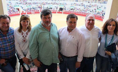 Manuel Serrano asistió a la tradicional corrida de Asprona