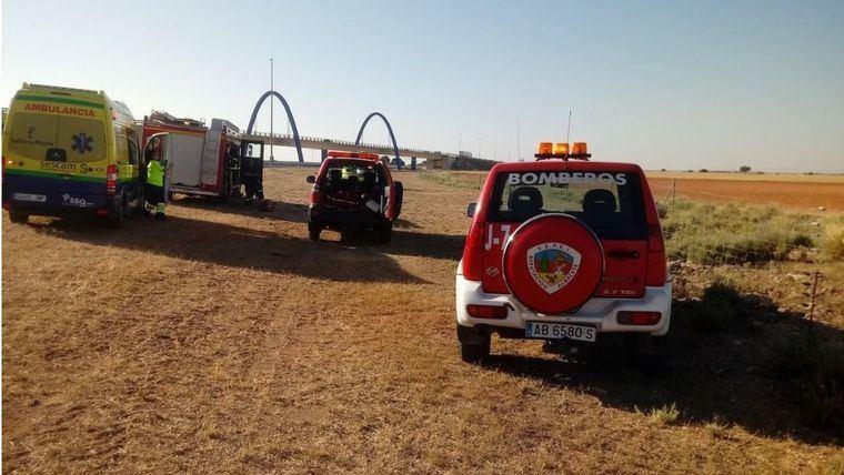 La salida de vía de un turismo en la AP-36 en La Roda se salda con una persona fallecida y cuatro heridas