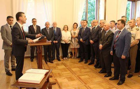 Manuel Serrano, Pedro Antonio Ruíz Santos y Santiago Cabañero asisten a la toma de posesión del nuevo subdelegado del Gobierno en Albacete